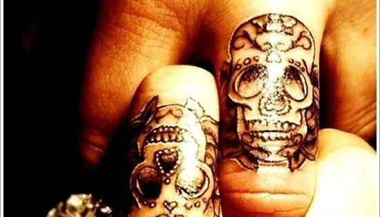 Photos tatouage pour homme id es et motifs tattoos des id es pour votre tatouage photo - Tatouage doigt prix ...