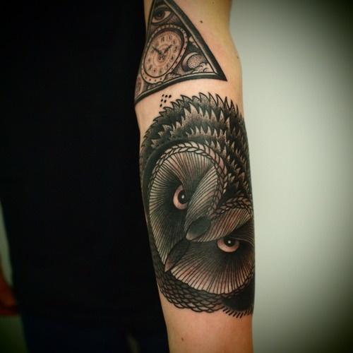 tatouage avant bras homme 15 photos de beaux tatouages avant bras. Black Bedroom Furniture Sets. Home Design Ideas