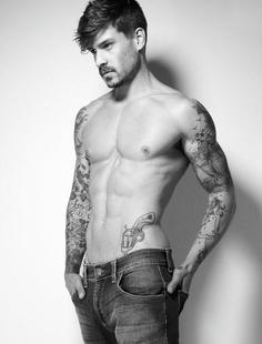 tatouage homme bras 2