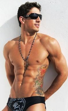 tatouage-homme-cote-5