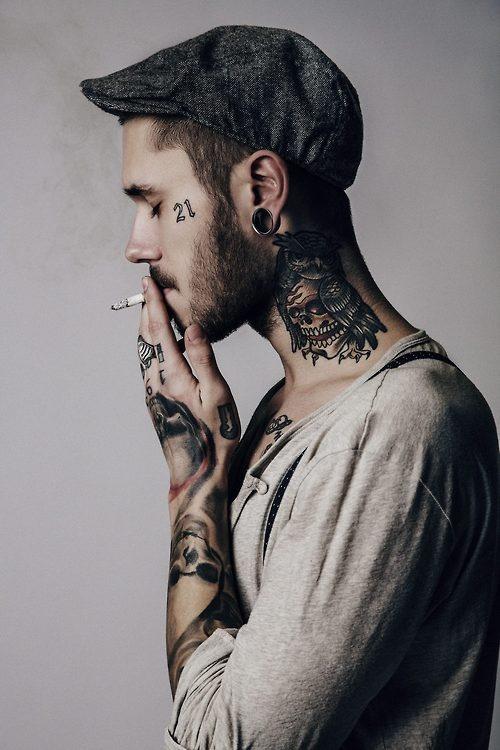 tatouage cou homme :15 motifs de tatouages cou masculin - photos