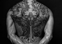 Tatouage homme dos 12