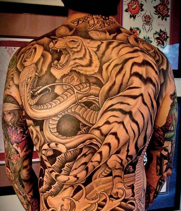 tatouage dos homme 15 photos de tatouages dos. Black Bedroom Furniture Sets. Home Design Ideas