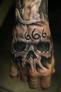 tatouage-homme-main-10