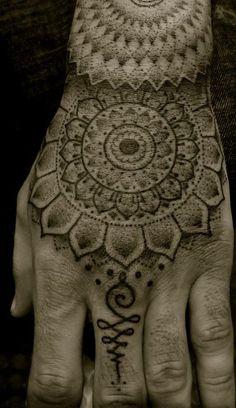 tatouage-main-13