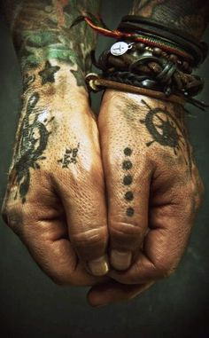 Tatouage Main Homme 15 Idees De Tatouages Homme Main Photos