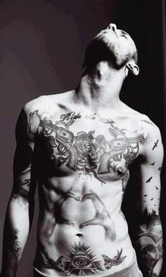 tatouage-homme-pectoraux-1
