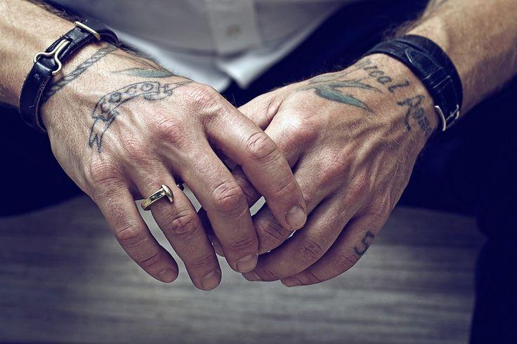 Tatouage Poignet Homme 15 Photos De Beaux Tatouages Au Poignet