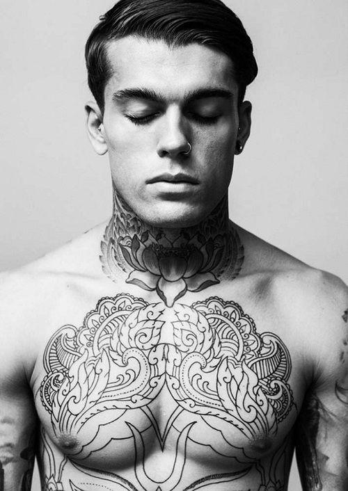 tatouage,homme,torse,12