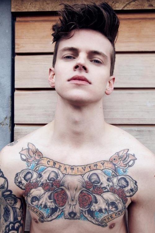 tatouage,homme,torse,15