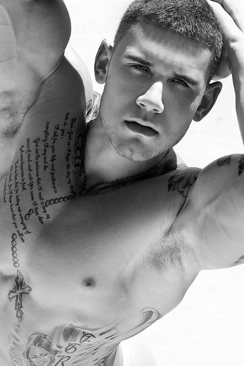 tatouage-chapelet-homme-1