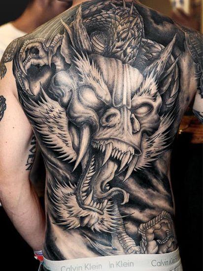 Tatouage dragon homme dos