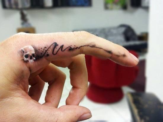 Tatouage homme doigt interieur index